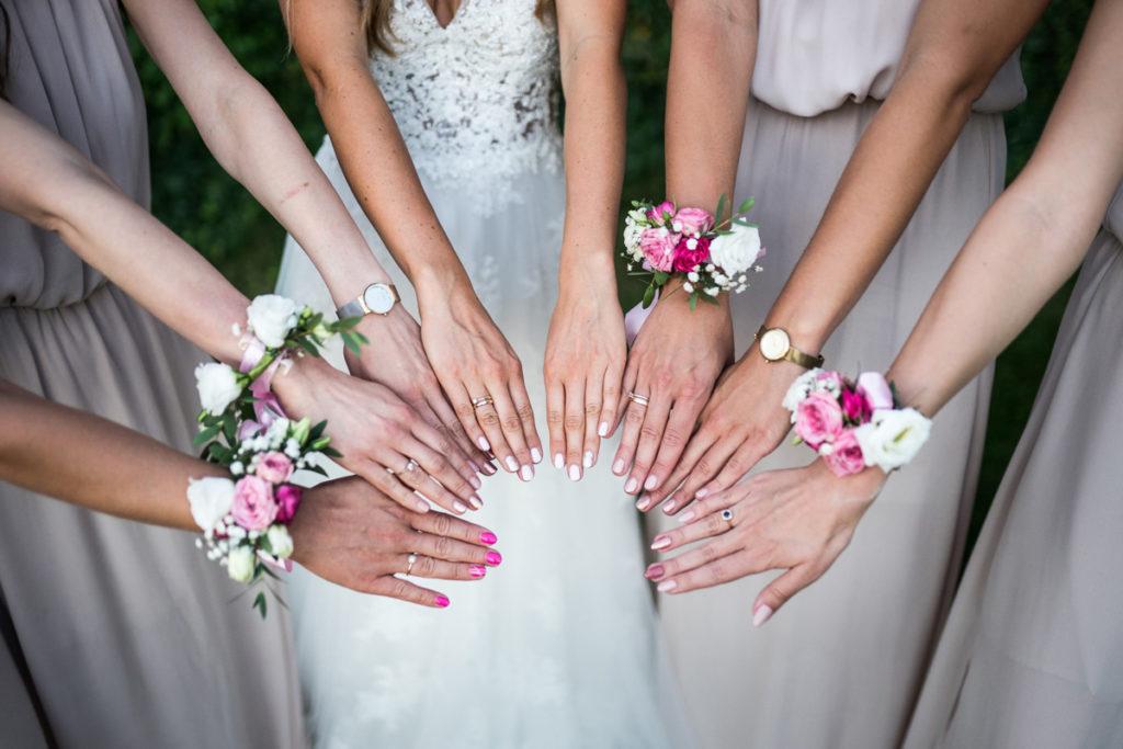 rustykalne różowe bransoletki dla druhen