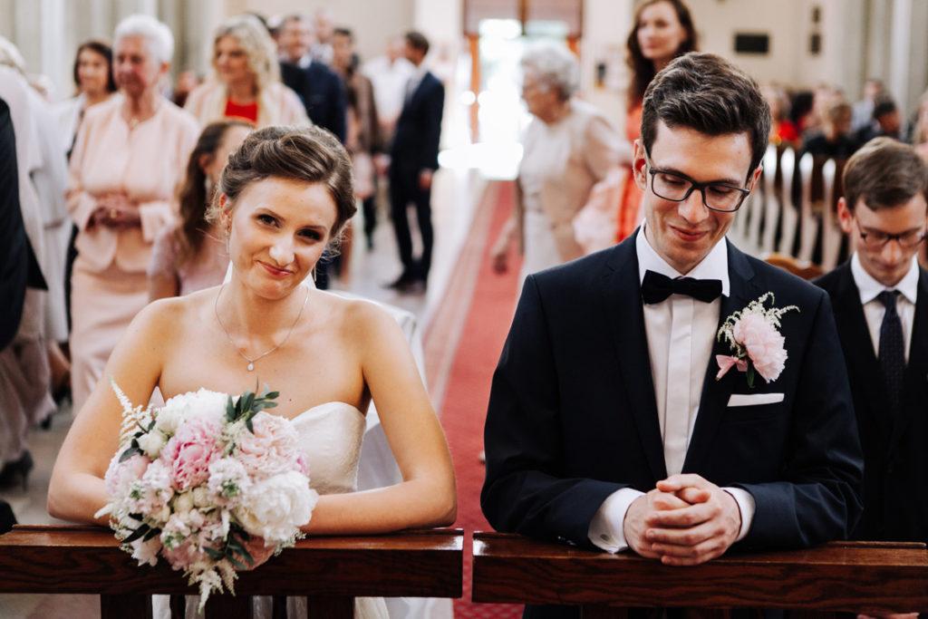 pastelowy bukiet ślubny z pachnących peonii