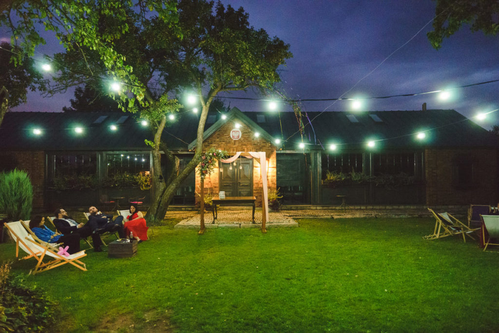 dekoracja ogrodu światłem