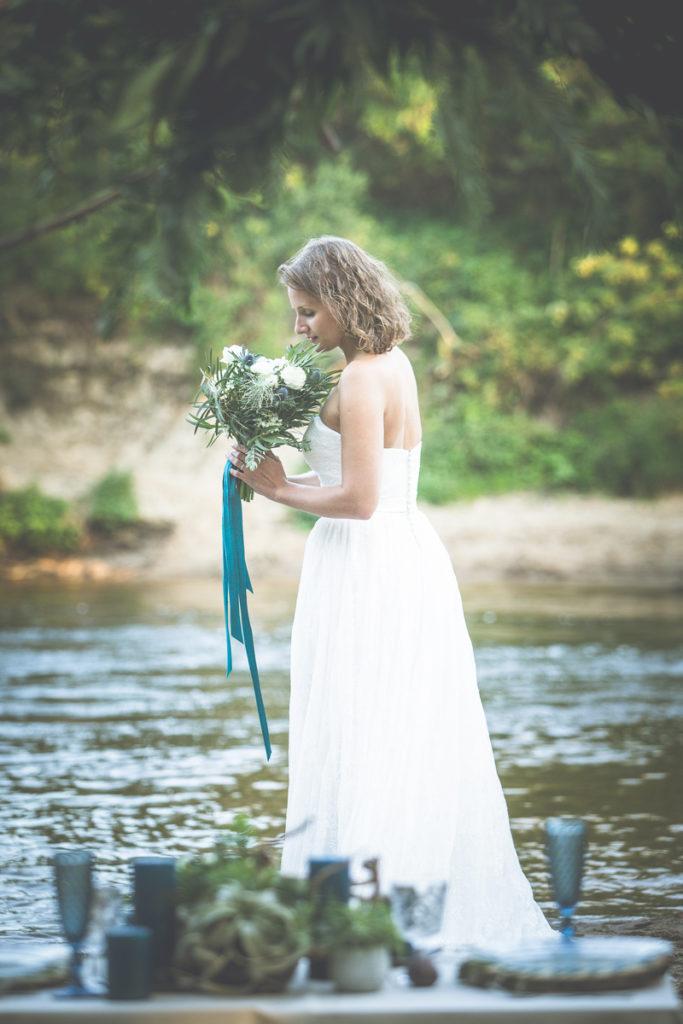botaniczna sesja ślubna nad rzeką