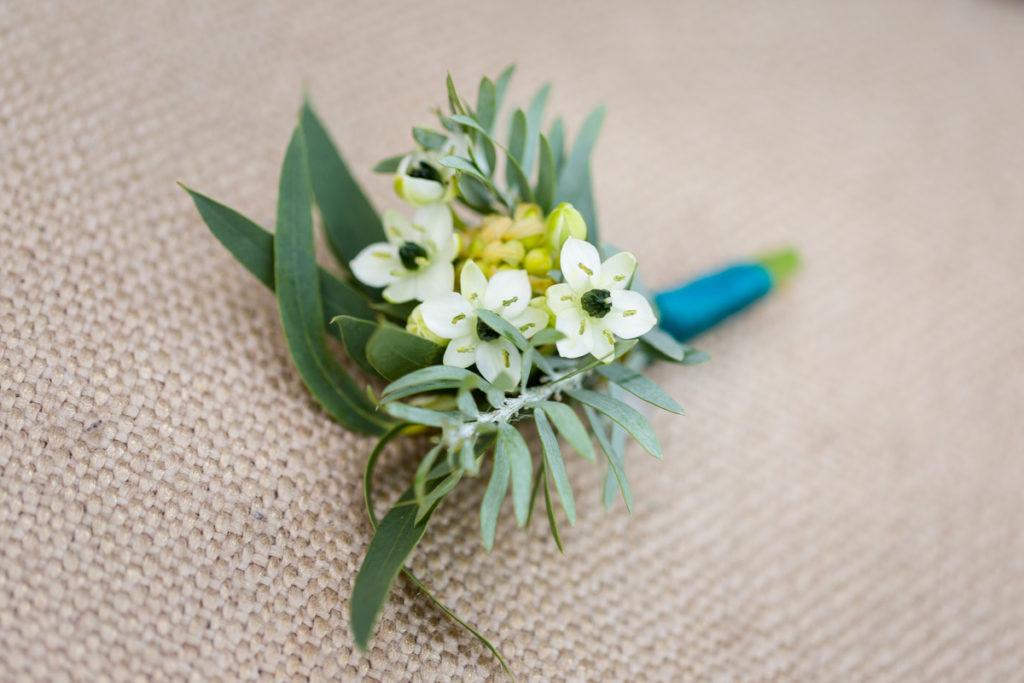 przypinka ze śniedkiem w botanicznym stylu