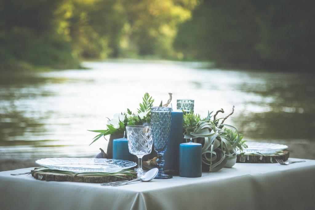 dekoracja stołu w kolorystyce morskiej