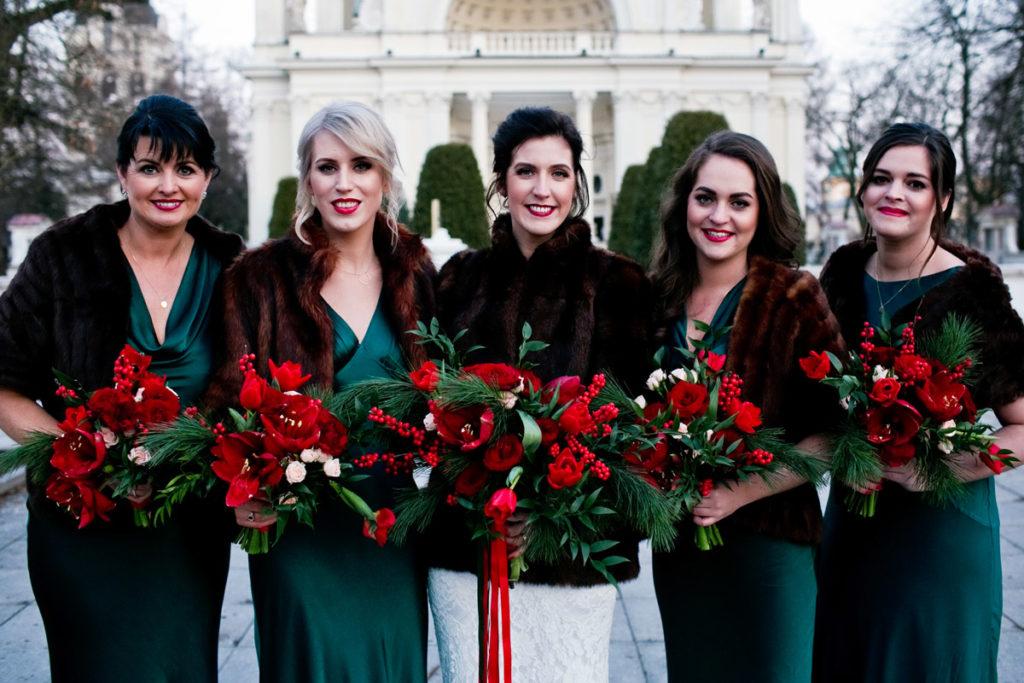 czerwono-zielone bukiety w świątecznym stylu