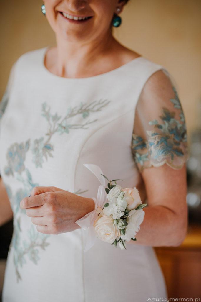 pastelowa bransoletka na rękę