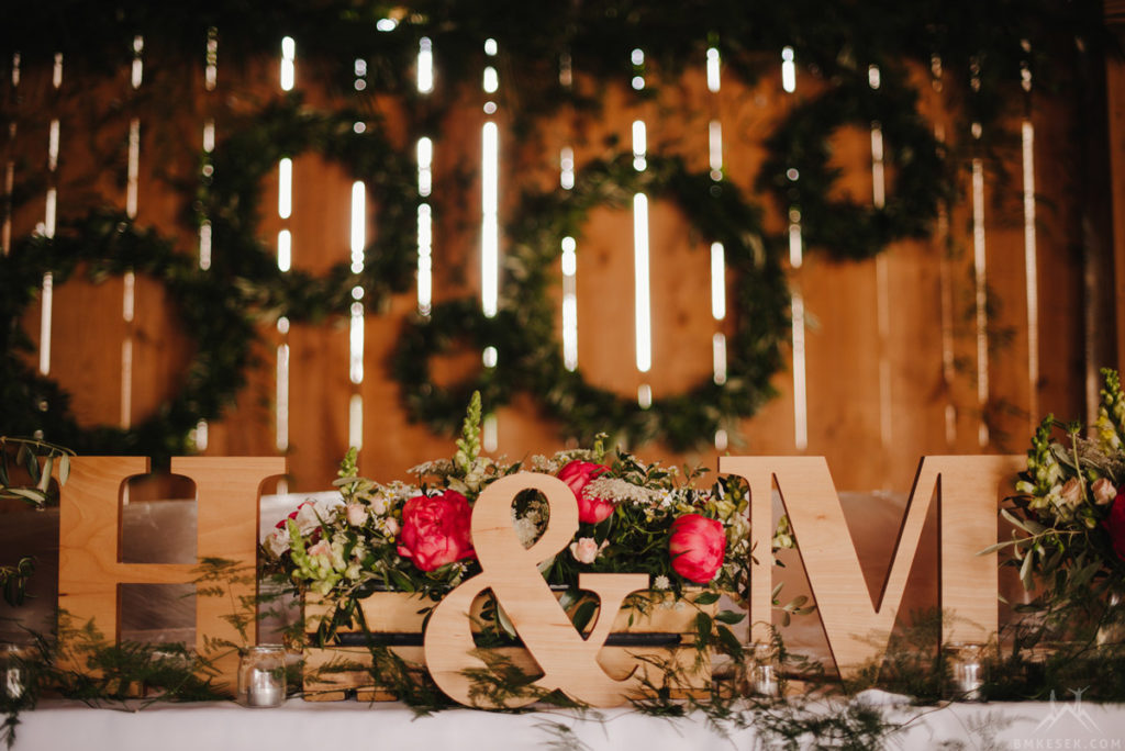 drewniane litery na stół pary młodej