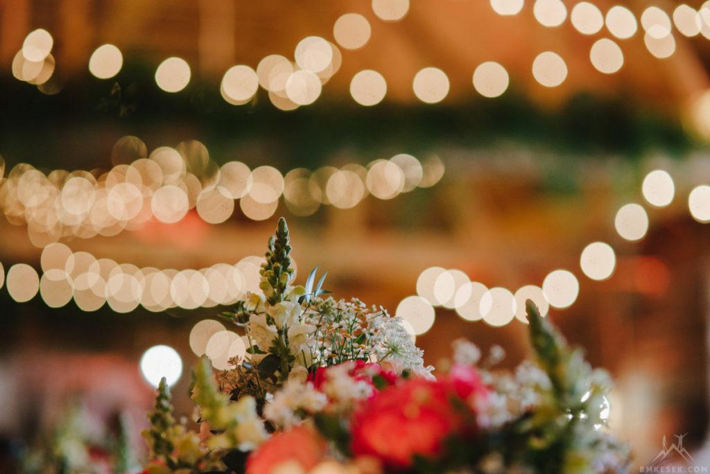 wystrój wiejskiej stodoły na wesele