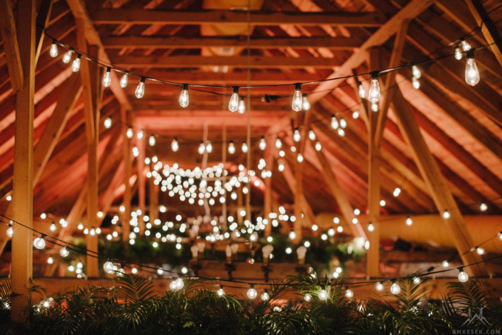 dekoracja stodoły liśmi