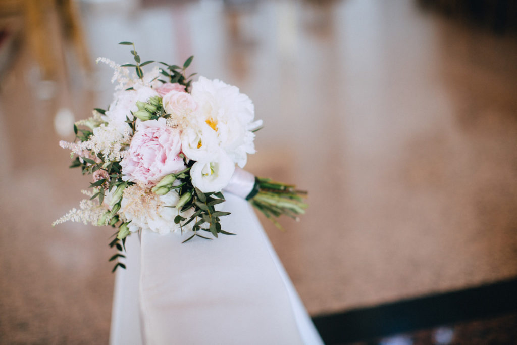 pastelowy bukiecik ślubny z peonii