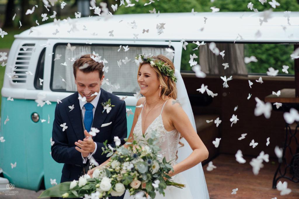 piękna para młoda po ślubie