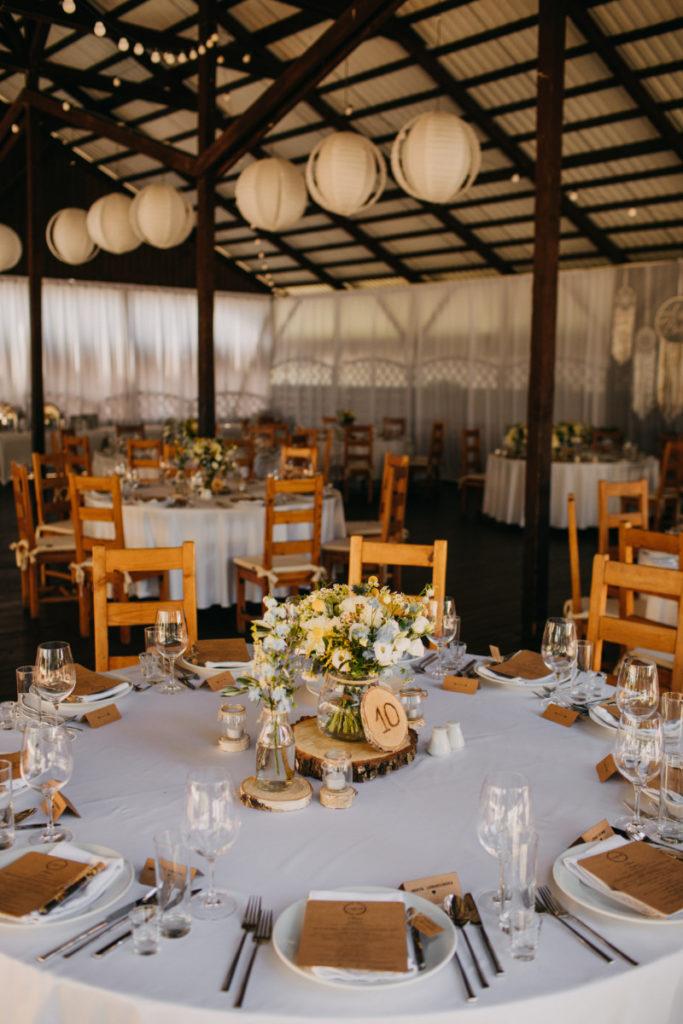 rustykalny styl dekoracji stołów