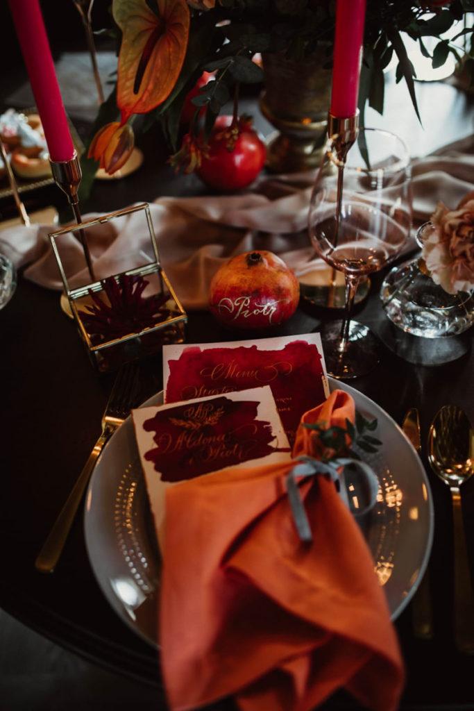 dekoracja talerza stołu na sesje zdjęciową dekoracja serwetek