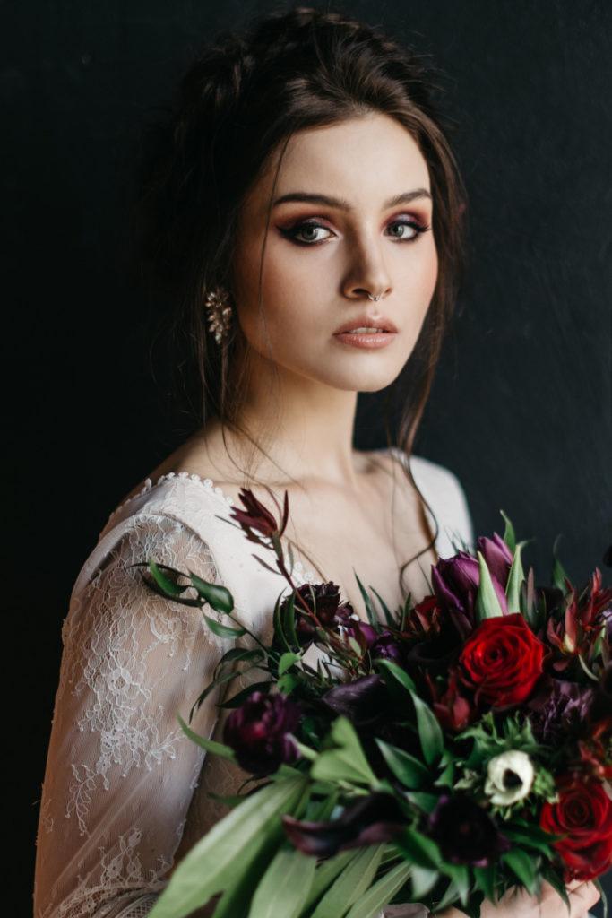 portret modelki promującej marki z branży ślubnej