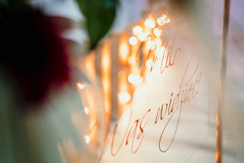 tablica powitalna jako element dekoracyjny wesela